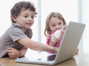 anak gadget, perkembangan anak, dampak negatif dan positif internet, perkembangan teknologi informasi, perkembangan teknologi, pengertian gadget, gadget adalah, mata lelah, game anak, game anak gratis, vitamin anak, cara mengatasi anak susah makan, game edukasi anak, edukasi anak, video cara buat anak, bikin anak