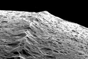 Iapetus-Equatorial-Ridge