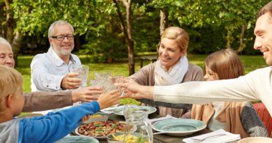 makan bersama anak dan keluarga